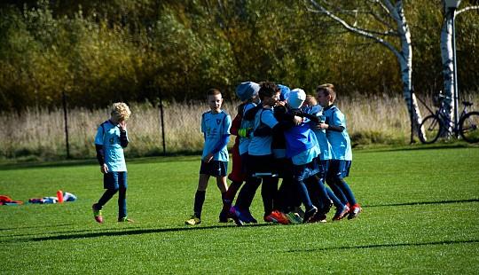 Grupa 2010/11 A pokonała Milan Milanówek